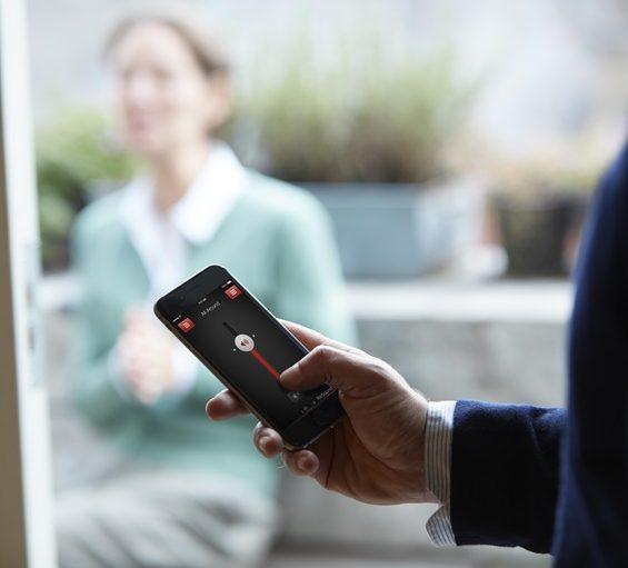 ReSound-Smart-app-man-with-phone